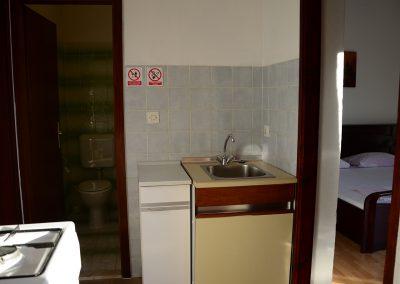 Appartement-Limun-Hochparterre-Flur-Küche-01