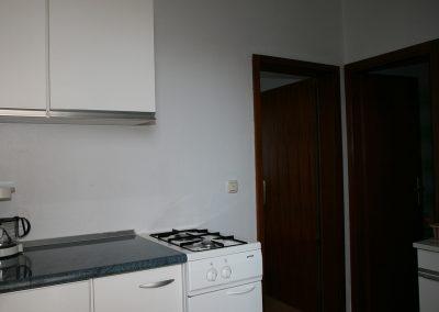Appartement-Limun-Hochparterre-Flur-Küche-02