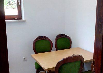 Appartement-Ruzmarin-Hochparterre-Küche-Esstisch